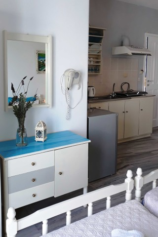 studio 4 athina kitchenette